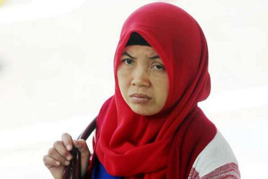 Cik Khanifah berkata beliau dipukul dengan tukul kira-kira lima kali dan dua kali pada mulut.