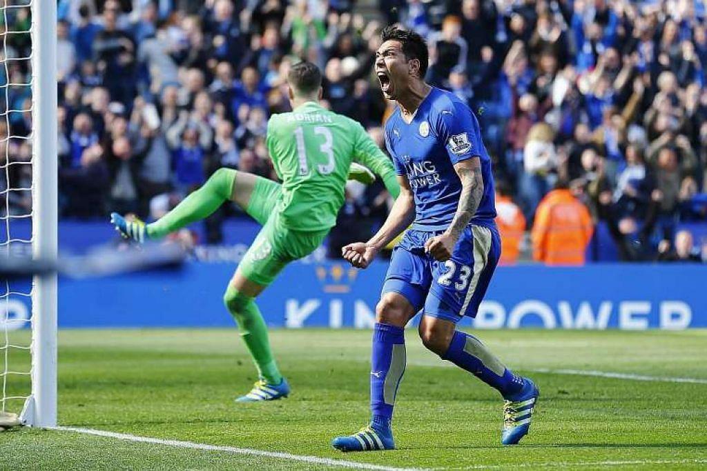 Leonardo Ulloa merai gol penyamaan yang dijaringkannya melalui penalti pada minit akhir untuk Leicester seri 2-2 dengan West Ham di Stadium King Power pada Ahad (17 Apr).