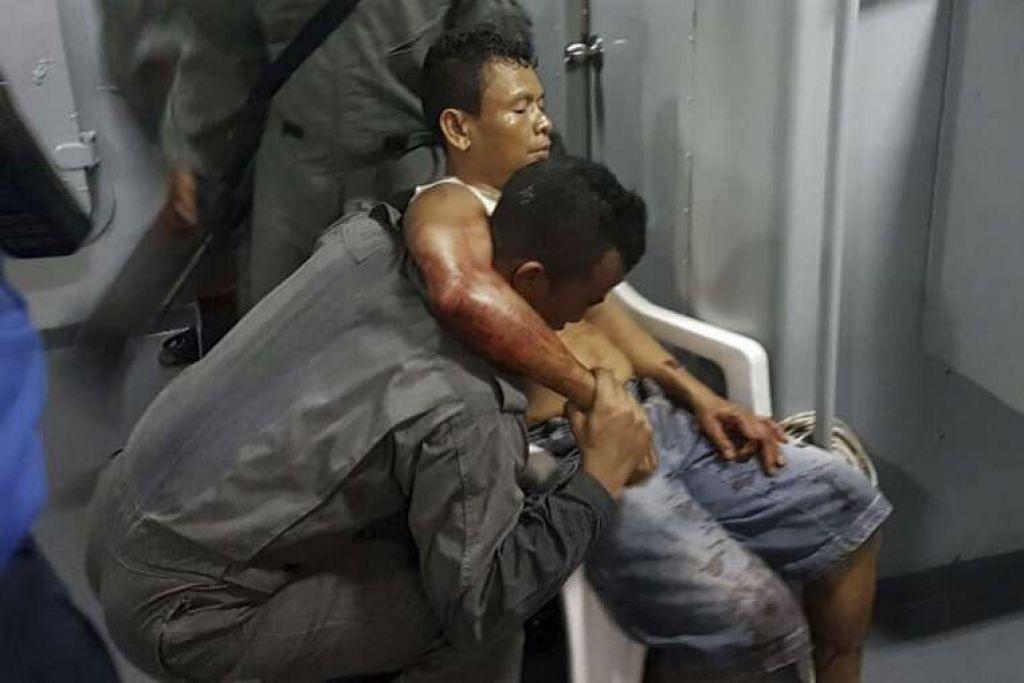 Pegawai maritim Malaysia membantu seorang pelaut Indonesia yang cedera selepas ditembak oleh lanun yang ada kaitan dengan Abu Sayyaf.