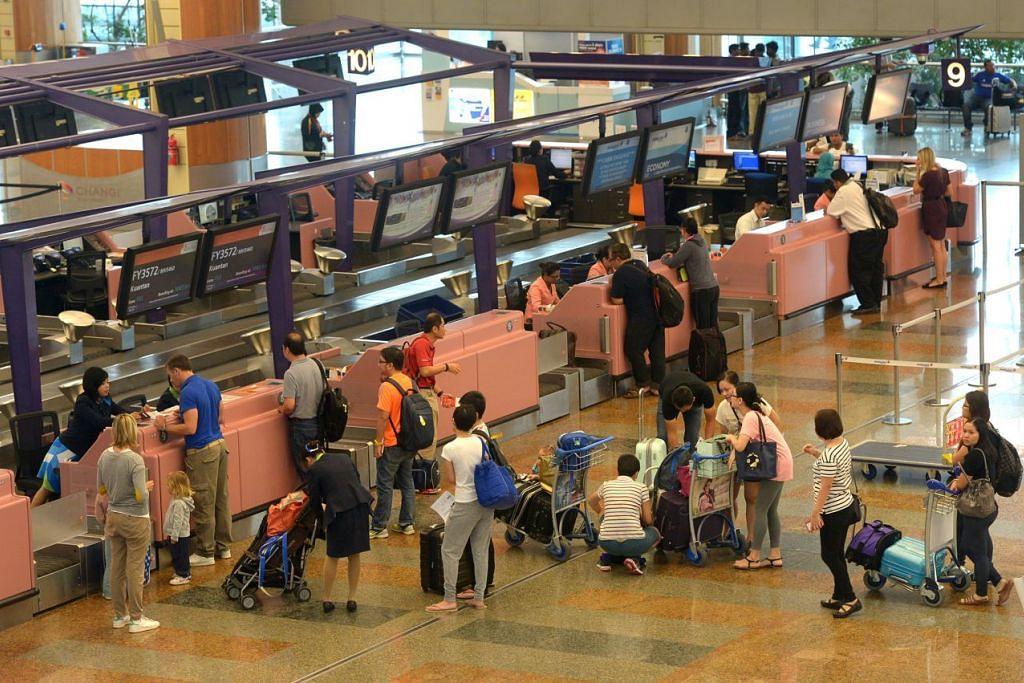 TINGKAT KEBERKESANAN: Lapangan Terbang Changi sedang menguji cuba sistem baru yang tidak setakat meningkatkan keselamatan, bahkan mengurangkan kesulitan bagi pelawat. - Foto THE STRAITS TIMES