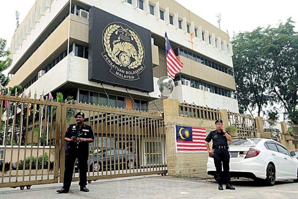 HADAPI TEKANAN: Pelbagai pihak menuntut kepimpinan Persatuan Bola Sepak Malaysia (FAM) dirombak berikutan kemerosotan prestasi skuad kebangsaan di pentas antarabangsa. - Foto UTUSAN ONLINE