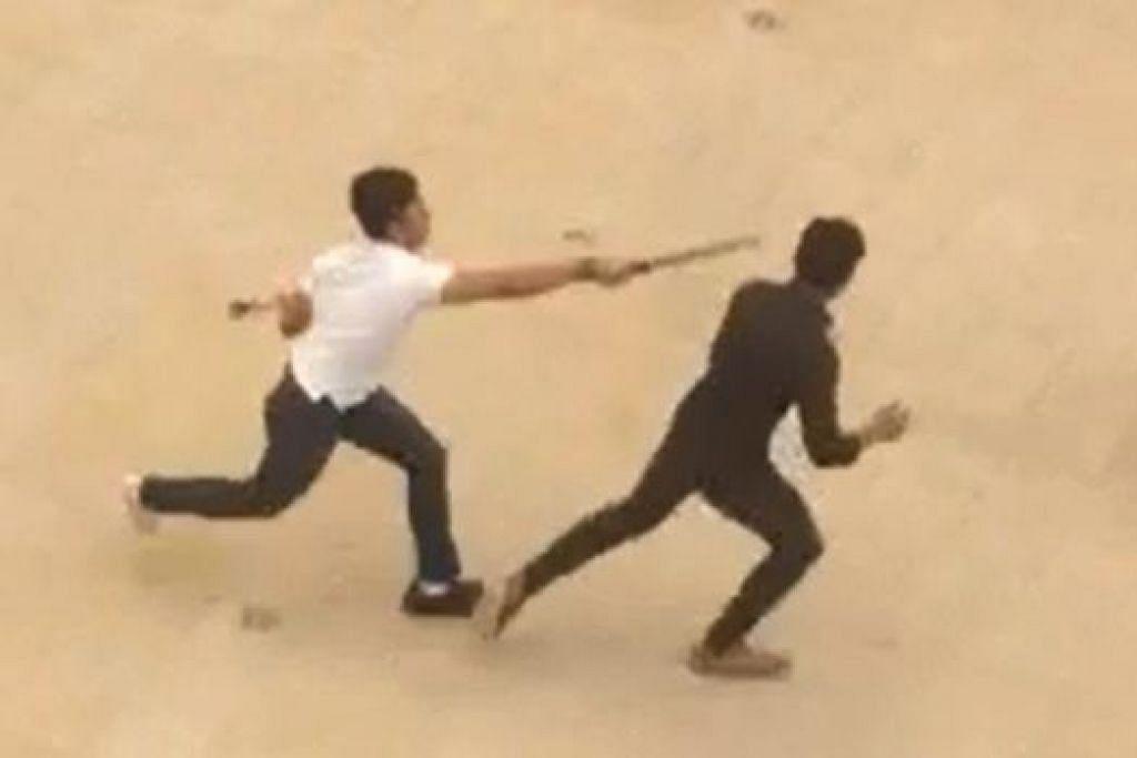 Muhammad Zuhairie mengejar Ahmad Nur Thaqif Shahid di kampus ITE College West tahun lepas. Dia pada mulanya dihukum penjara 18 bulan dan sebat enam kali. Bagaimanapun, rayuannya diterima dan kini dia akan menjalani program pemulihan, satu rejim ketat antara 18 bulan hingga tiga tahun.
