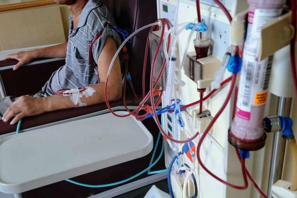 Seorang pesakit kencing manis menjalani rawatan dialisis di Pusat Dialisis Kim Keat.