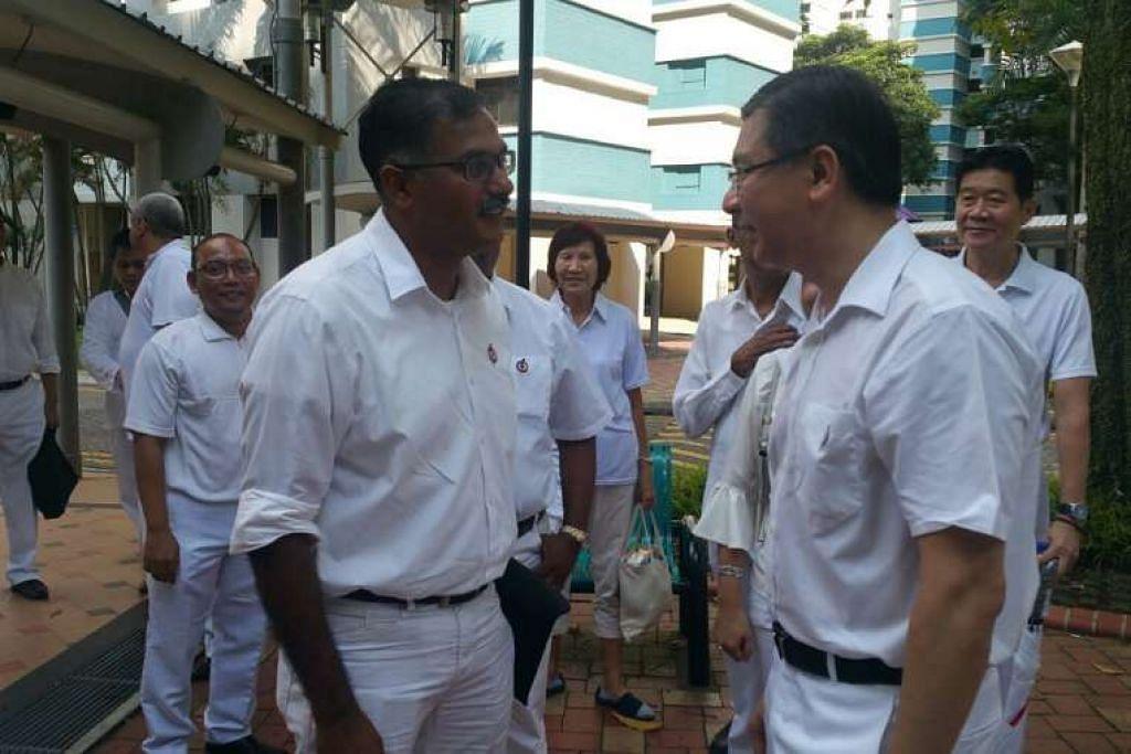 Calon PAP, Encik Murali Pillai, bersama sukarelawan dan berterima kasih kepada mereka kerana datang,  sebelum menuju ke Pusat Penamaan Calon.