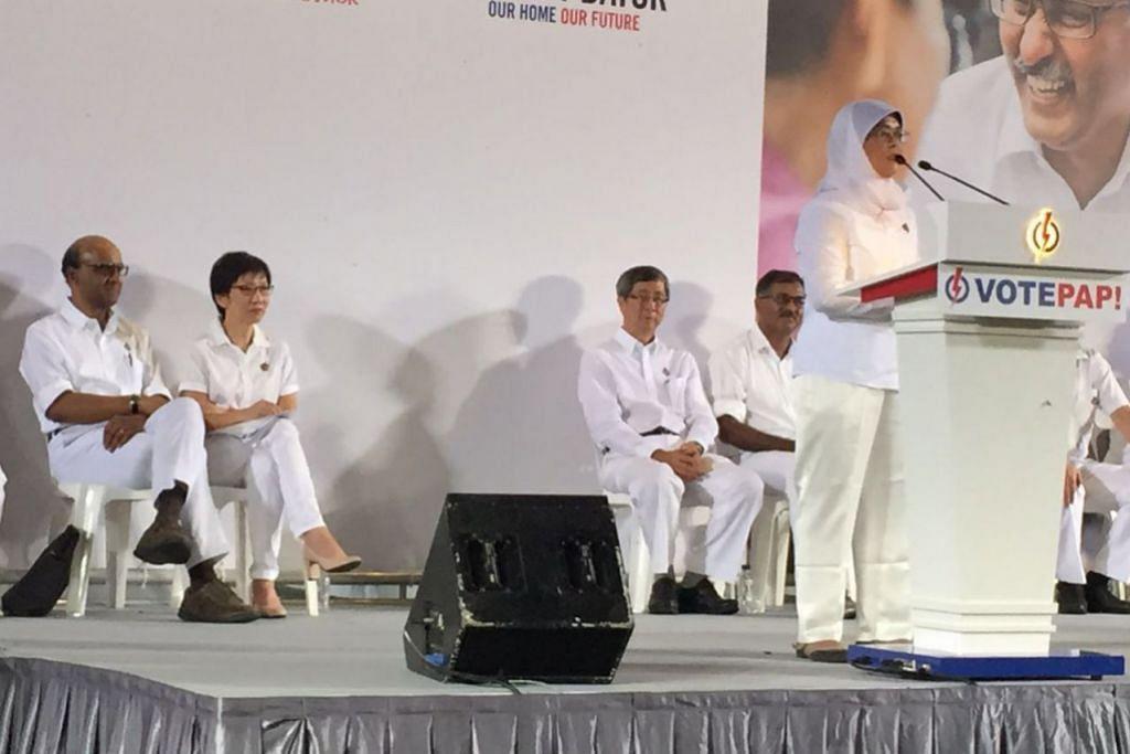RAPAT PILIHAN RAYA: (Dari kiri) Timbalan Perdana Menteri Tharman Shanmugaratnam, Cik Grace Fu, Encik Lim Boon Heng, Encik Murali dan Cik Halimah Yacob di rapat PAP di Stadium Bukit Gombak malam tadi. - Foto SHAKIR SAIFUDDIN