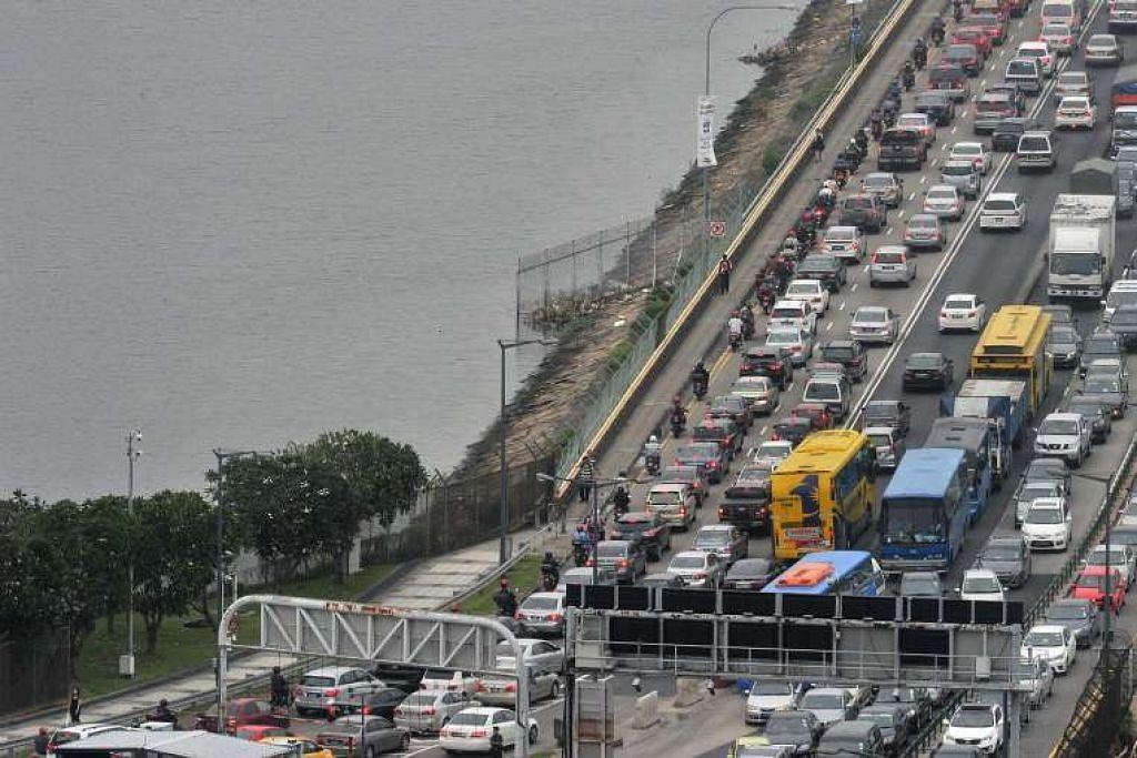 Dua pegawai kementerian berkata Menteri Pengangkutan Malaysia, Datuk Seri Liow Tiong Lai, tidak pernah menggariskan tarikh mula VEP, yang jika dilaksana akan dikenakan di Koswe (atas) dan Linkedua.