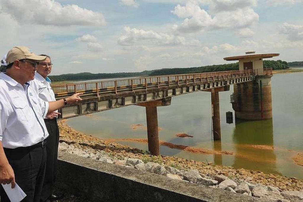 Ketua perkhidmatan air Malaysia, Datuk Mohd Ridhuan, berkata pemotongan air mungkin dilaksana di Johor Bahru dan Pasir Gudang  jika keadaan di empangan Sungai Layang tidak bertambah baik.