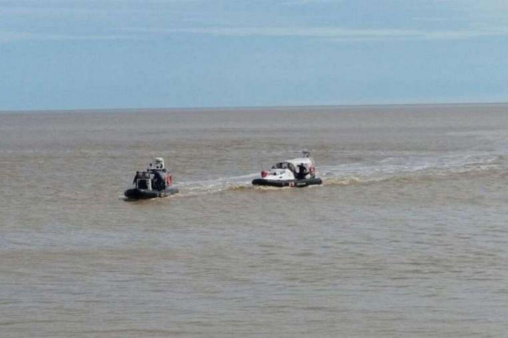 Pasukan mencari dan menyelamat mencari badan utama helikopter yang dipercayai terhempas di Sarawak.