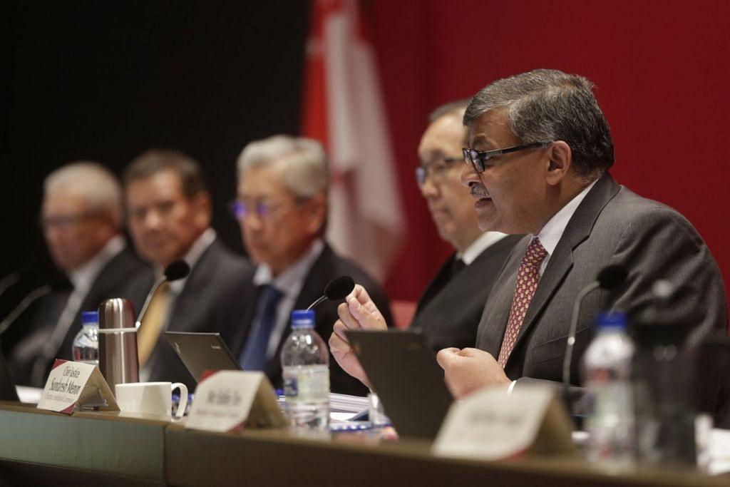 BERI SARANAN: Sesi terakhir sidang awam Suruhanjaya Perlembagaan Presiden Dipilih, yang diketuai Hakim Besar Sundaresh Menon (kanan), diadakan di Mahkamah Agung semalam. – Foto THE STRAITS TIMES
