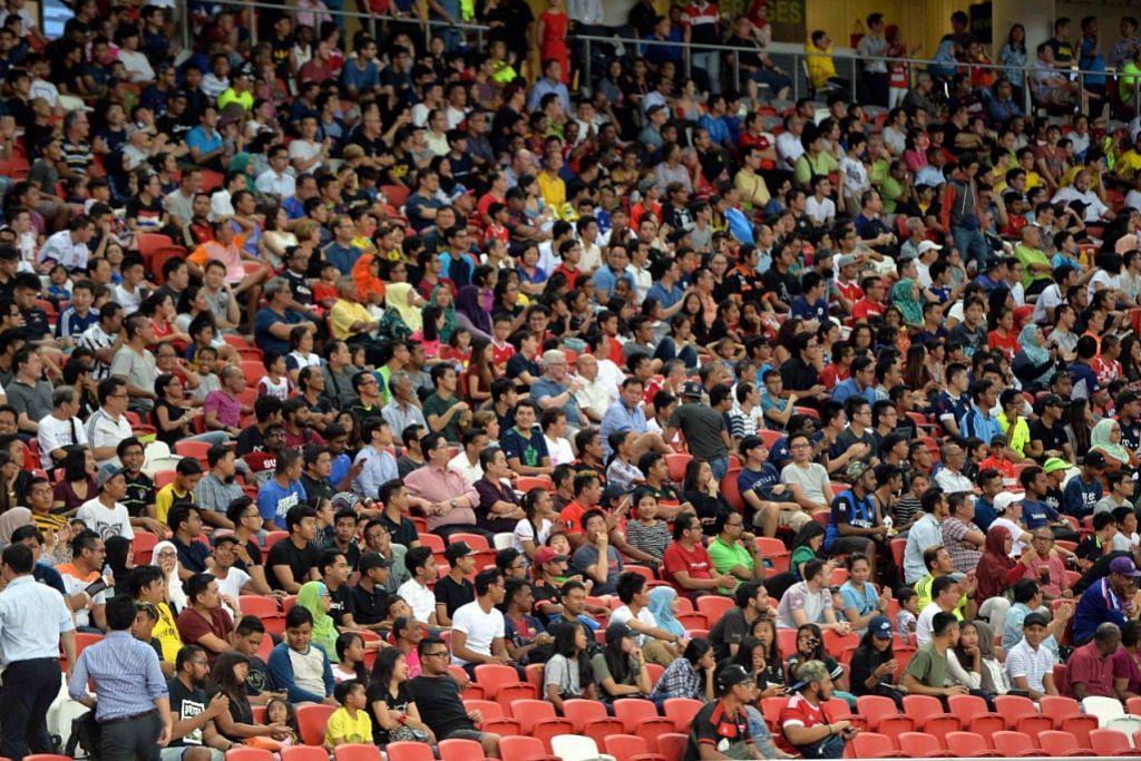 Hampir 12,000 penonton menyaksikan perlawanan Kumpulan E Piala AFC antara Selangor dengan Tampines di Stadium Negara