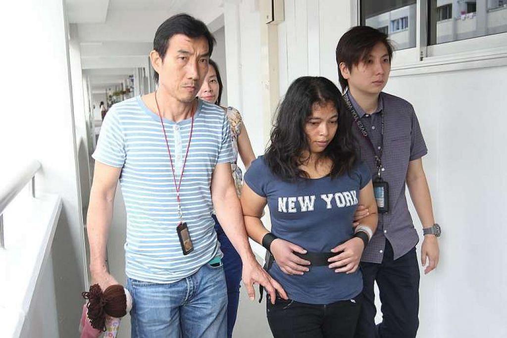 Maryani dibawa polis ke flat majikannya di Simei pada Isnin (9 Mei).