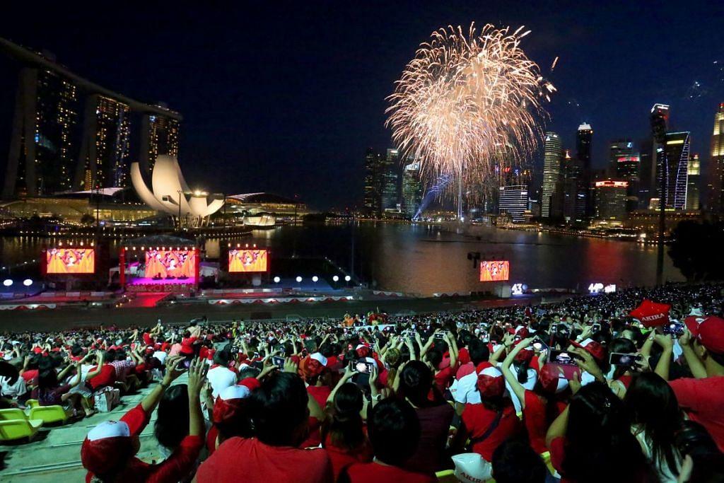 Perbarisan Hari Kebangsaan (NDP) 2015 di platform terapung Marina Bay.