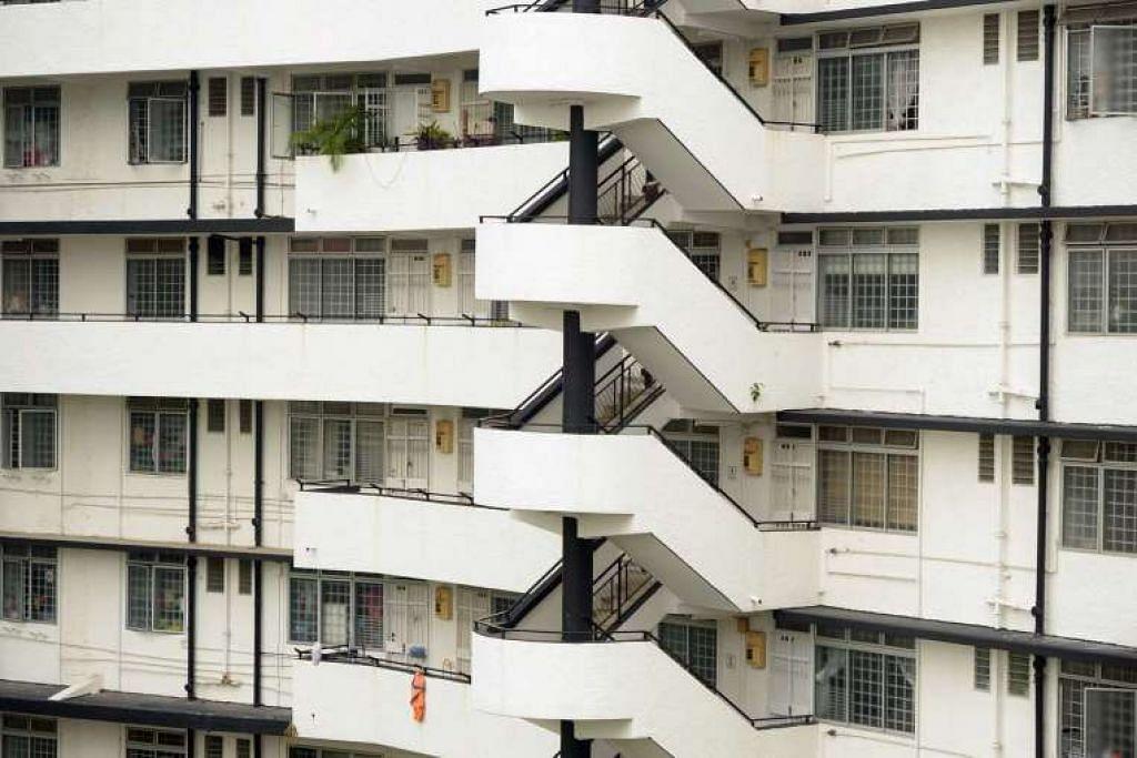 Keluarga Melayu juga membentuk bahagian yang semakin bertambah keluarga flat sewa satu dan dua bilik. Mereka membentuk hampir satu pertiga daripada 45,500 keluarga flat sewa, meningkat daripada kira-kira satu dalam enam 10 tahun lalu.