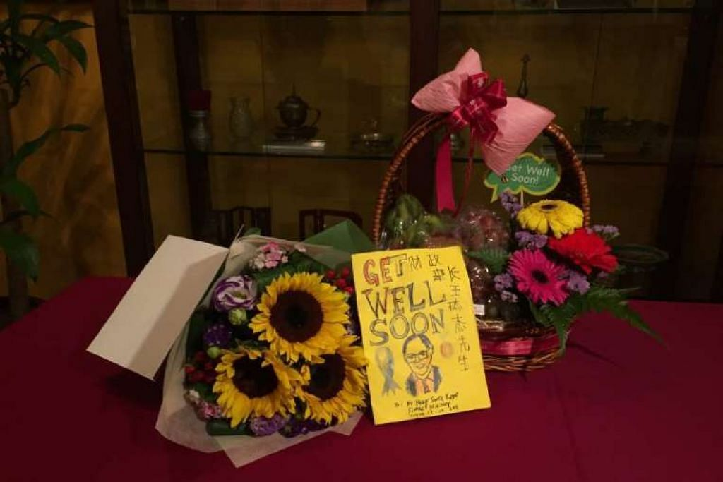Sebuah meja disediakan di Muzium Warisan TTSH pada pagi Jumaat untuk orang ramai meletak hadiah mereka bagi Encik Heng Swee Keat.