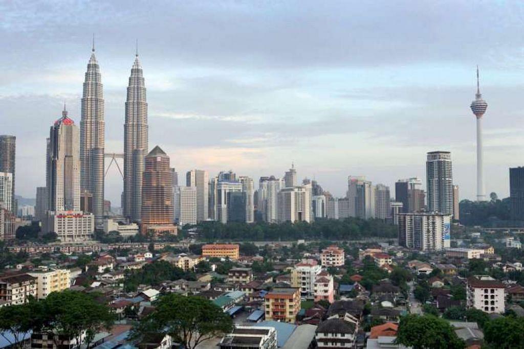 Ekonomi Malaysia berkembang 4.2 peratus pada suku Januari-Mac berbanding suku sama tahun lalu, kadar sukuan paling rendah sejak 2009.