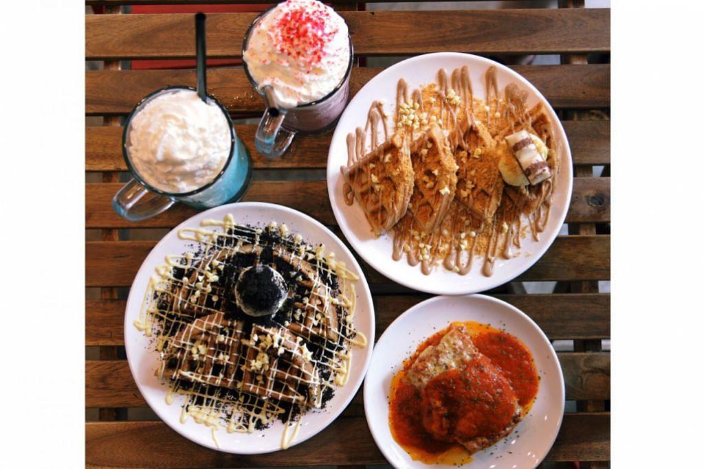 KEGEMARAN RAMAI: Inilah antara hidangan yang sejauh ini menjadi kegemaran ramai terutama orang muda dan remaja di Kafe Zulos Shakes And More.