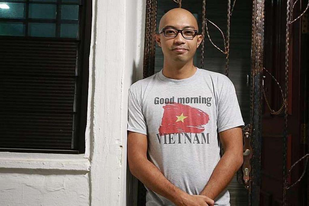Staf Sarjan Salleh Ismail membantu memadamkan api dan memindahkan penduduk.