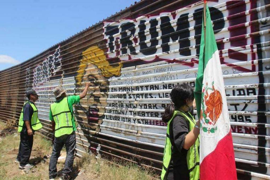 Warga Mexico yang dihantar pulang dari Amerika membantah dengan melukis grafiti pada imej calon presiden Republikan, Encik Donald Trump, pada sebahagian pagar sempadan antara Mexico dan Amerika.