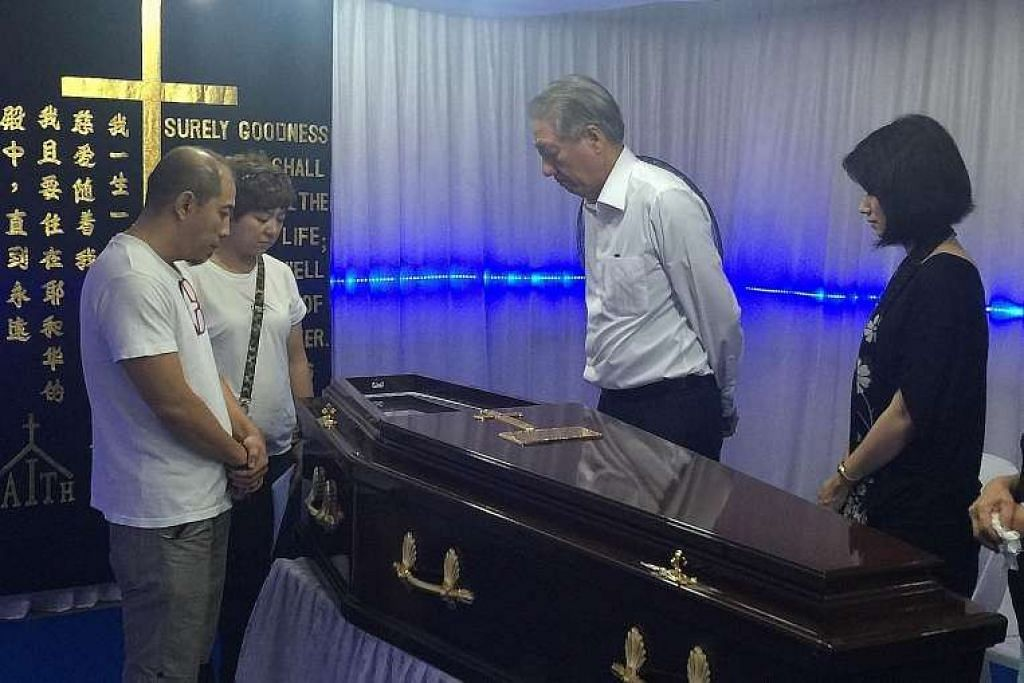Timbalan Perdana Menteri Teo Chee Hean dan AP GRC Pasir Ris-Punggol, Cik Sun Xueling menziarahi keluarga mendiang Encik Lim Hang Chiang, yang meninggal dunia pada Isnin selepas satu kemalangan lif. Bersama mereka ialah anak Encik Lim, Eric dan  Amerly.