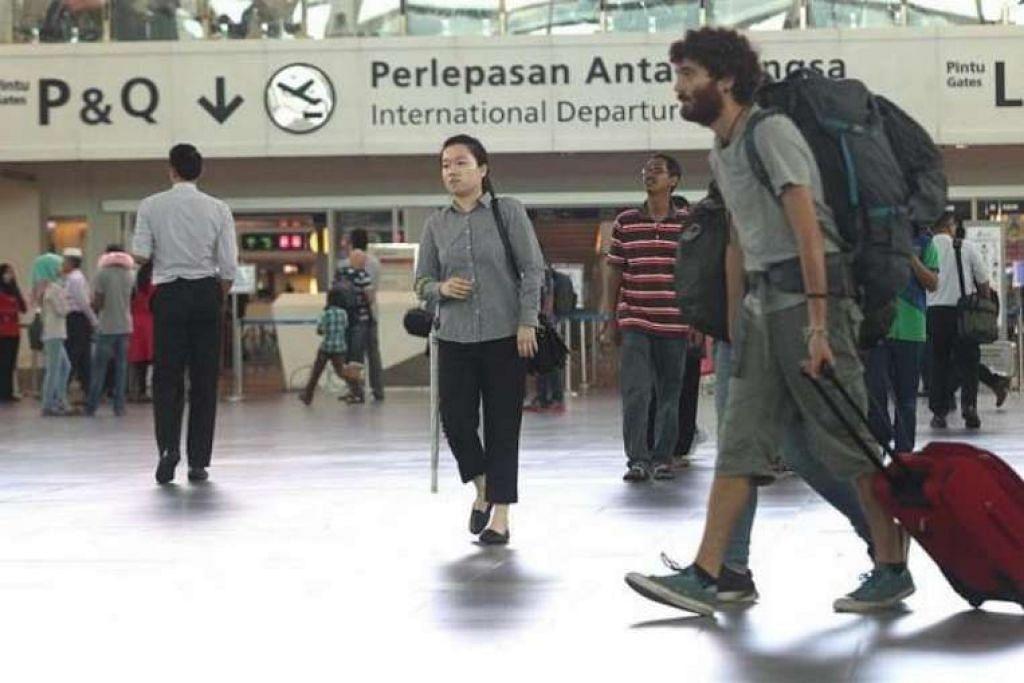 Kerosakan sistem imigresen telah membolehkan warga asing memasuki Malaysia dengan mudah, kata Timbalan Menteri Dalam Negeri, Datuk Nur Jazlan Mohamed.
