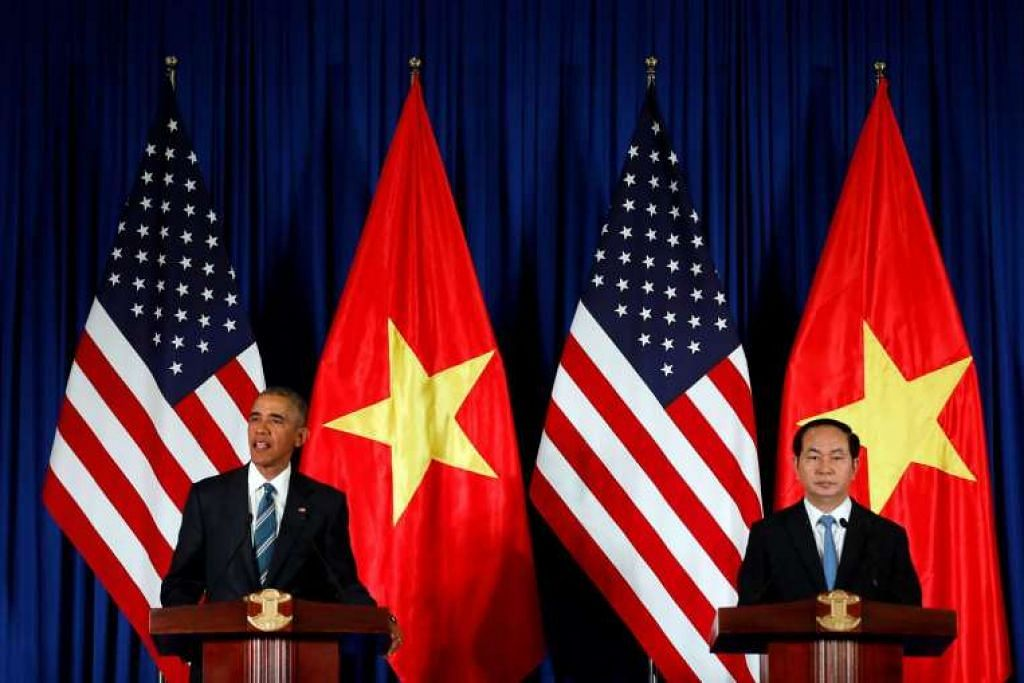 Presiden Barack Obama dalam satu sidang akhbar bersama Presiden Tran Dai Quang di Pekarangan Istana Presiden di Hanoi, Vietnam, pada Isnin 23 Mei 2016.