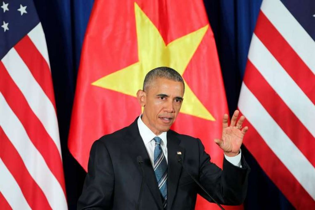 Presiden Barack Obama menghadiri sidang akhbar di Pusat Konvensyen Antarabangsa di Hanoi, Vietnam.