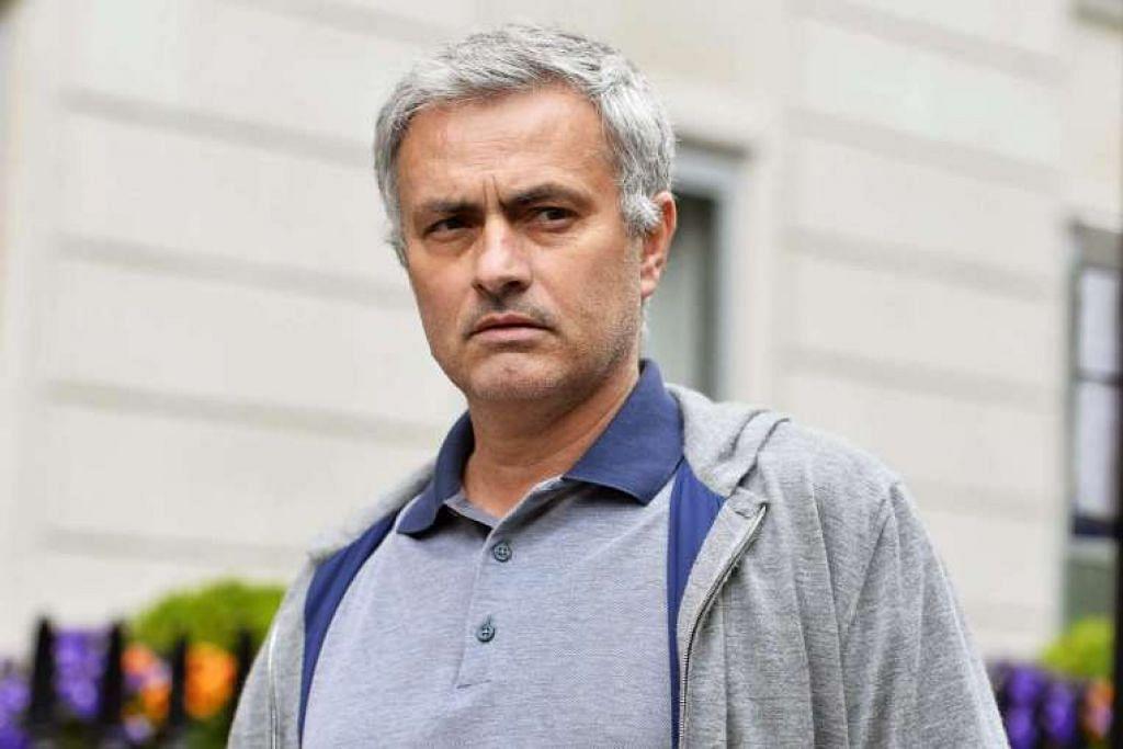 Jose Mourinho meninggalkan rumahnya di pusat bandar London pada Ahad, 22 Mei.