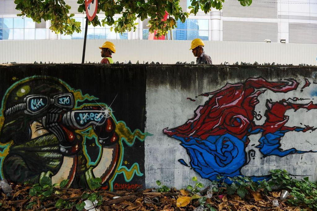 Mural khusus bagi pesawat Malaysia Airlines MH370 yang hilang dilukis pada tembok bersebelahan sebuah tempat letak kereta di Kuala Lumpur pada 24 Mac 2016.