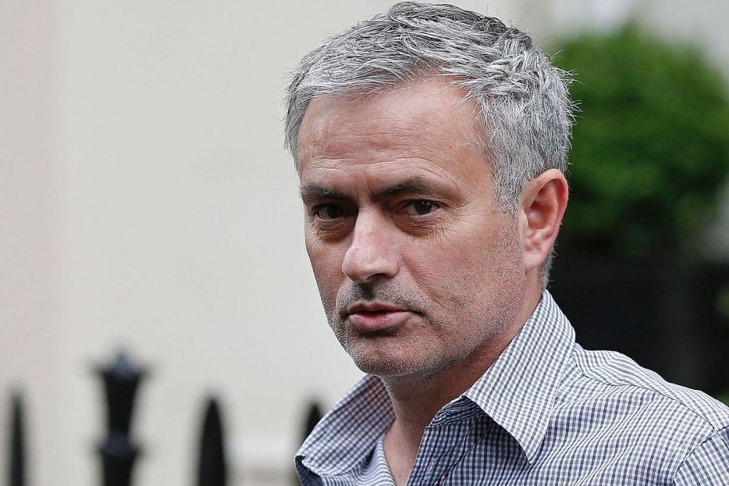 Walaupun Jose Mourinho dipecat sebagai jurulatih Chelsea Disember lalu, kelab itu memiliki hak ke atas nama dan imej beliau dan terus menjual pelbagai produk yang mempunyai nama dan imejnya, termasuk cawan, sarung telefon dan poster, yang mendatangkan pendapatan lumayan.