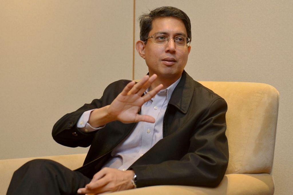 MENILAI HARI MUKA: Pengerusi Majlis Bahasa Melayu Singapura, Profesor Madya Dr Muhammad Faishal Ibrahim, yakin dengan perencanaan dan pelaksanaan yang tepat bahasa Melayu akan terus mekar di negara ini di sebalik suasana dominan berbahasa Inggeris. – Foto TUKIMAN WARJI