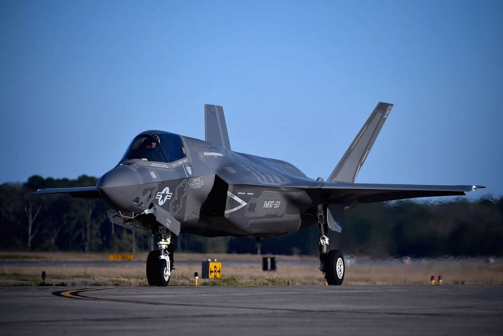 Sebuah jet pejuang selinap generasi kelima F-35 Lightning II Lockheed Martin. China sedang berusaha  membangunkan jet pejuang bagi menandingi pesawat Barat dalam pertempuran.