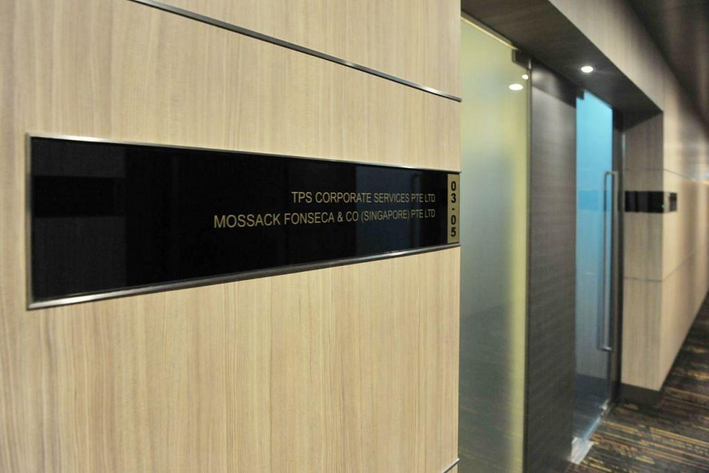 Bahagian luar pejabat firma guaman Mossack Fonseca di Singapura di  Bangunan Jit Poh, Keppel Road.