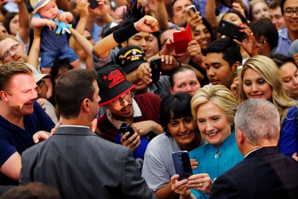Cik Hillary Clinton berkempen di Fresno, California, pada Ahad (5 Jun).