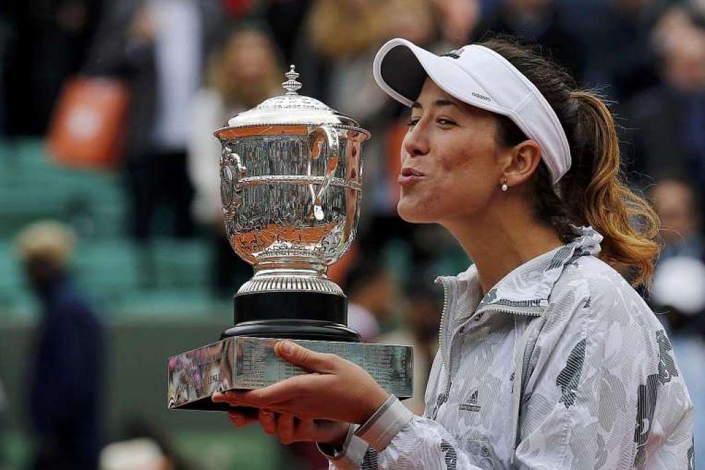 Garbine Muguruza menunjukkan kegembiraan selepas menewaskan pilihan utama Serena Williams 7-5, 6-4 untuk memenangi Terbuka Perancis, iaitu gelaran Grand Slam pertamanya.