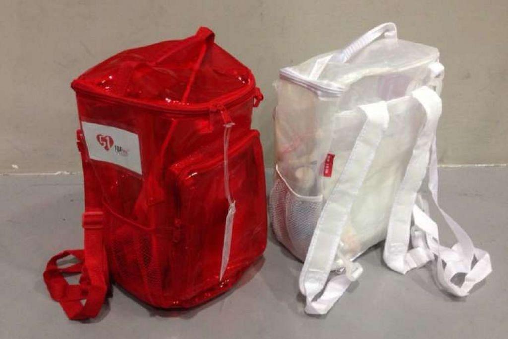 Tali pek cenderahati NDP tahun ini boleh diubah suai bagi menjadikannya sebagai beg sandang atau haversack.