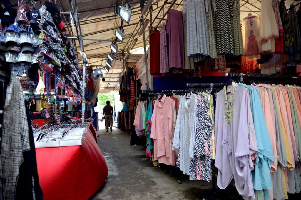BAJU RAYA: Bazar Geylang Serai merupakan tumpuan utama masyarakat Melayu/Islam Singapura bagi mendapatkan fesyen dan trend baju Raya terkini.