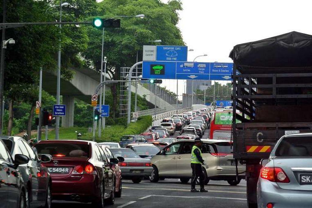 Kenderaan menghala ke Johor Bahru dari Causeway Woodlands.