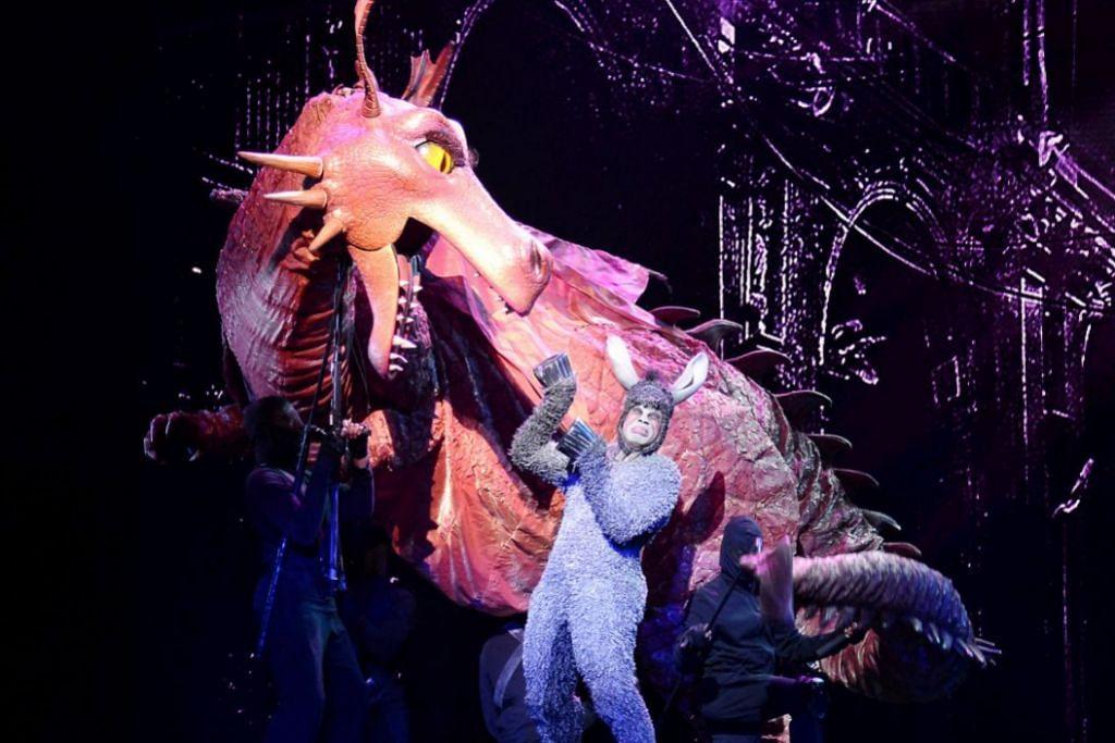 CINTA ANEH: Hubungan Dragon (kiri) dan Donkey agak pelik, tetapi ia membuktikan bahawa cinta tidak mengenali rupa. – Foto IMAN ALIF