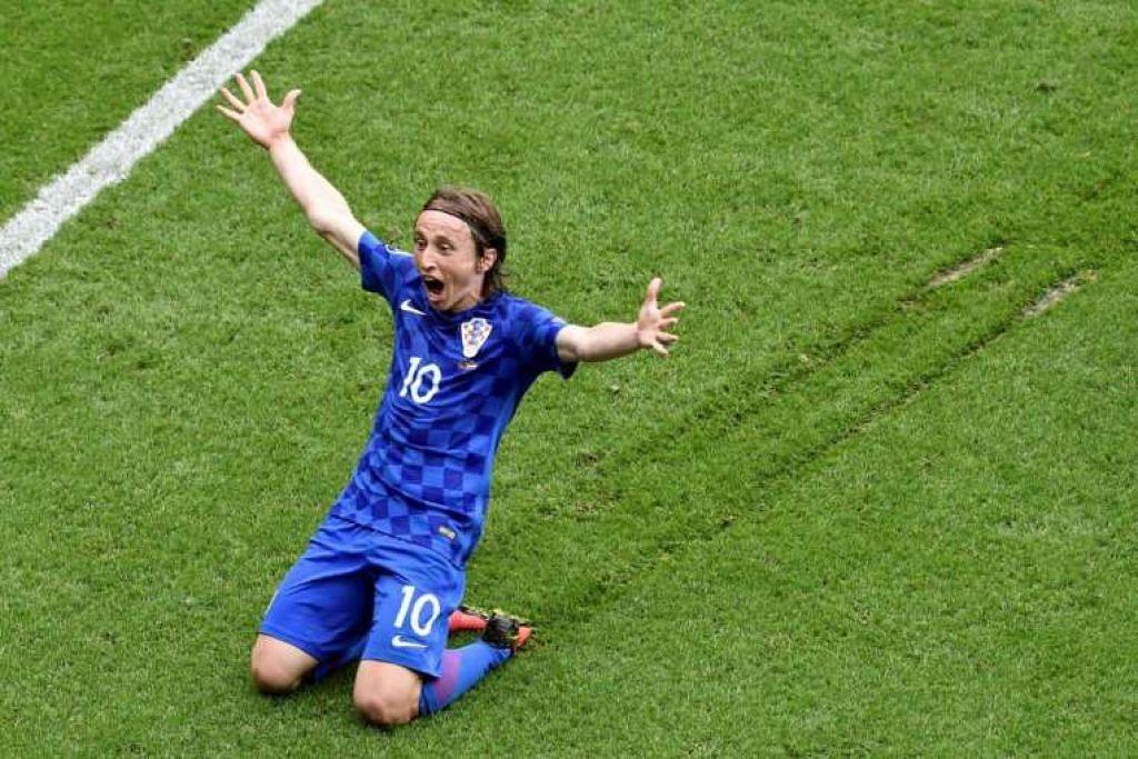 Pemain tengah Luka Modric meraikan gol yang dijaringkannya dalam kemenangan 1-0 Croatia ke atas Turkey  dalam perlawanan Euro 2016.