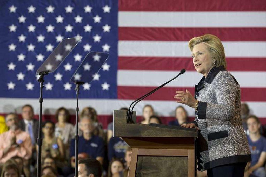Cik Hillary Clinton berucap semasa berkempen di Pittsburgh, Pennsylvania, pada 14 Jun.