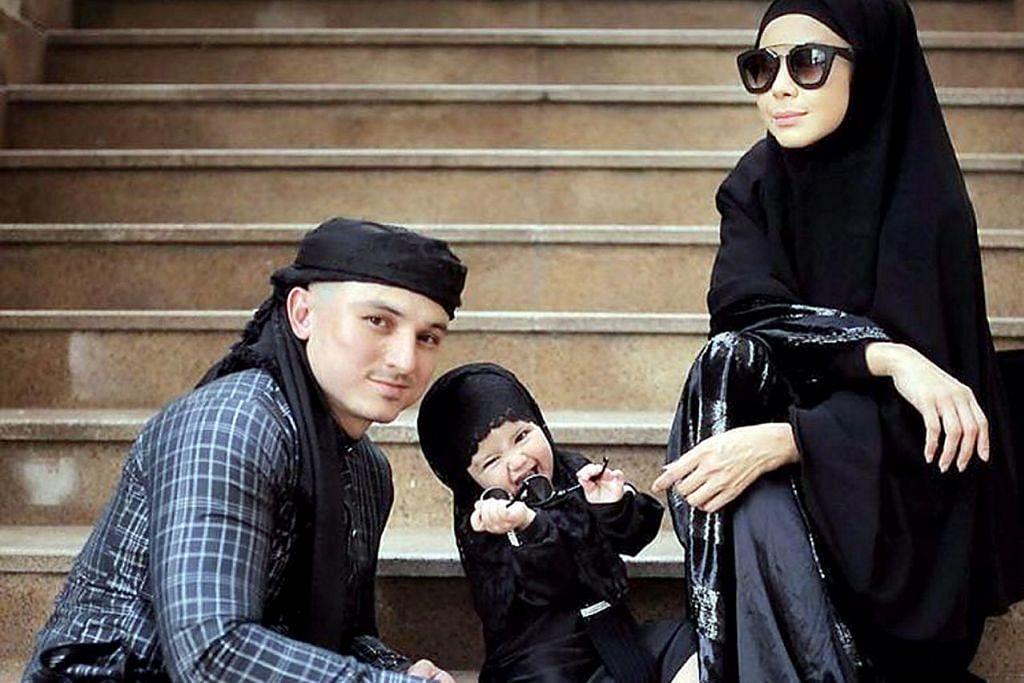 GEMBIRA MENANTI SYAWAL: Zain Saidin bersama isteri, Rozita Che Wan dan anak mereka, Aaisyah Dhia Rana, dua tahun, sudah siap dengan pakaian beraneka warna dan fesyen untuk beraya. – Foto INSTAGRAM ROZITA CHE WAN