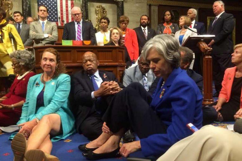 Anggota parlimen Demokrat mengadakan mogok duduk di Dewan Perwakilan untuk menedesak agar diadakan undian bagi rang undang-undang kawalan senjata api.