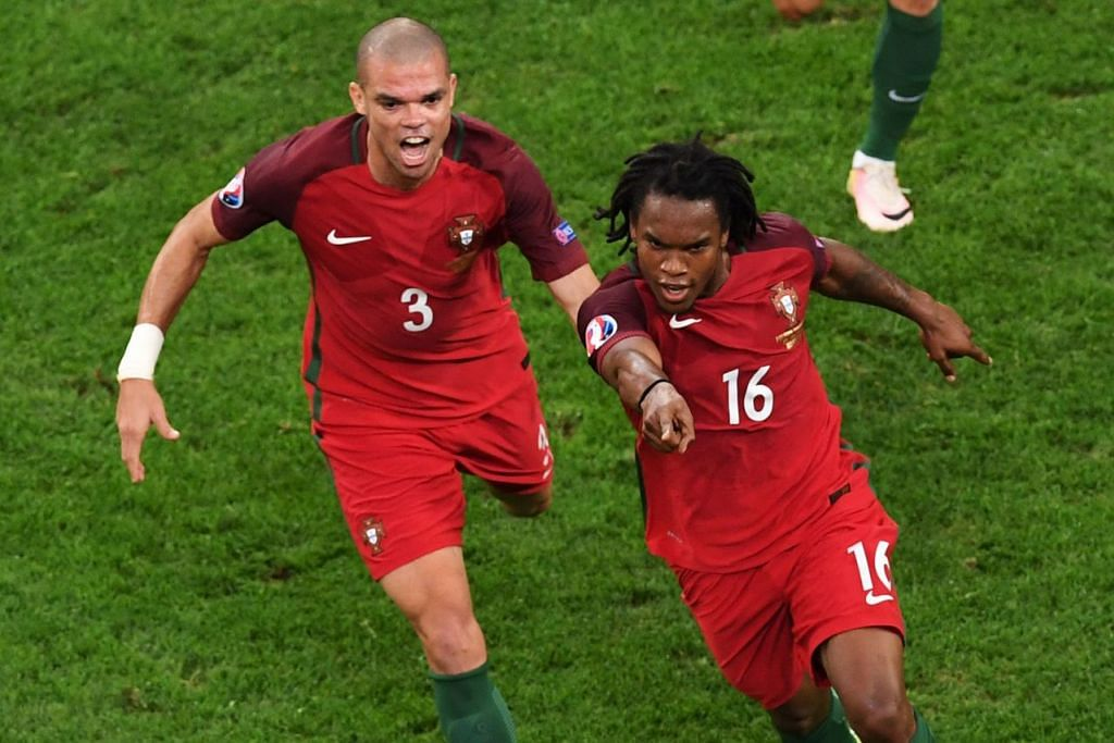 HEBAT!: Renato Sanches (kanan) meraikan gol jaringannya dengan pemain pertahanan Portugal Pepe semalam. – Foto AFP