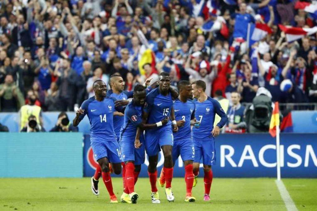 Paul Pogba meraikan meraikan gol kedua Perancis terhadap Iceland.