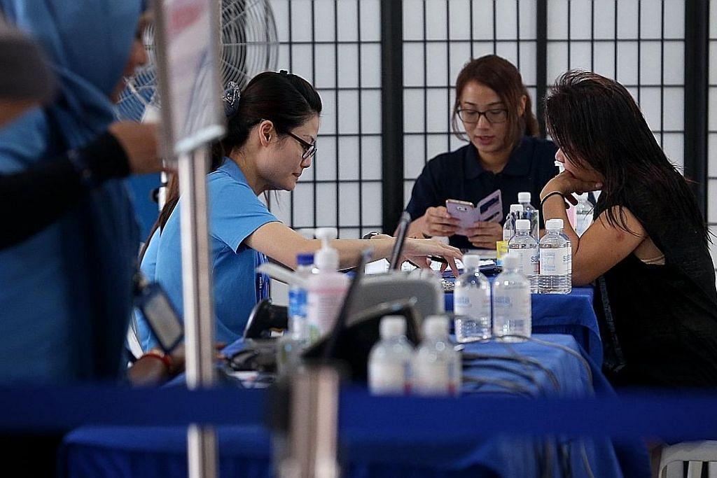 UJian mengesan TB dijalankan di kolong bagi penduduk dan bekas penduduk Blok 203, Ang Mo Kio Avenue 3, selepas enem penduduk dijangkiti penyakit itu.