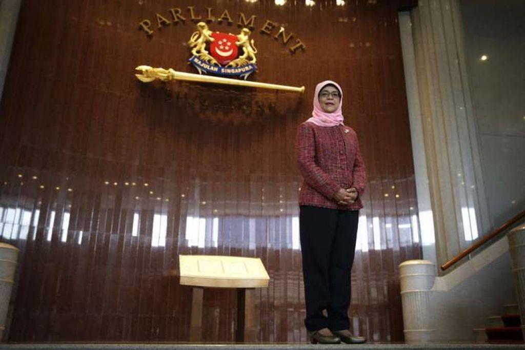 Cik Halimah Yacob, Speaker wanita pertama Singapura.
