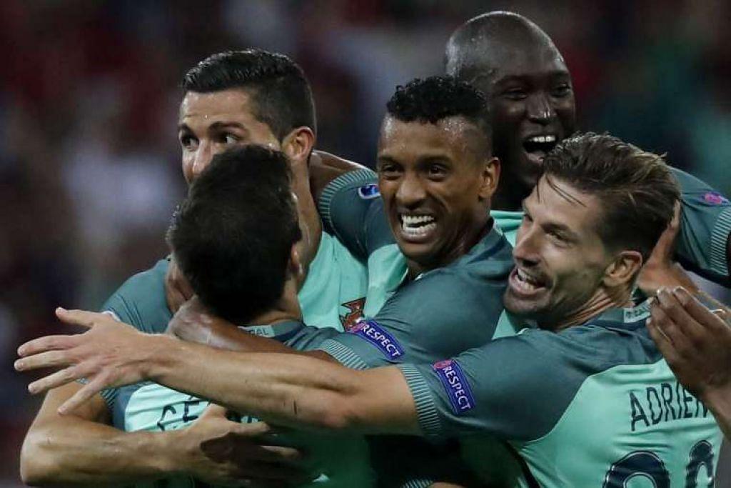 Nani (tengah) bersama rakan sepasukannya selepas menjaringkan gol kedua Portugal.