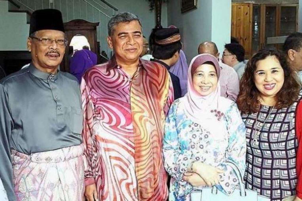 (Dari kiri) Tan Sri Apandi, Tan Sri Khalid, isteri beliau, Puan Sri Imran Ibrahim, dan isteri Tan Sri Apandi, Puan Sri Faridah Begum di majlis rumah terbuka Hari Raya Peguam Negara itu.  THE STAR ONLINE / ASIA NEWS NETWORK