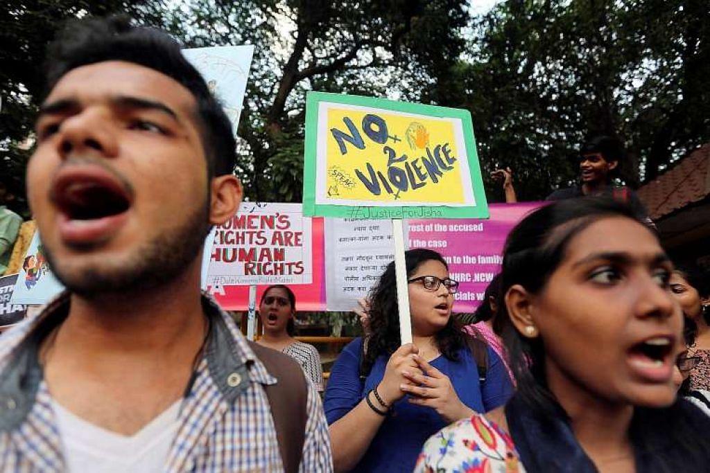 Penunjuk perasaan membantah di Mumbai pada 11 Mei terhadap kejadian seorang pelajar undang-undang dirogol dan dibunuh di negeri selatan Kerala.