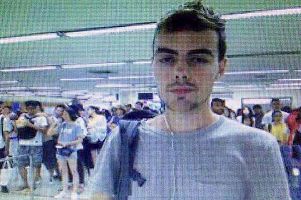 Sebuah gambar yang disediakan oleh polis Thailand pada 13 Julai menunjukkan David James Roach di Lapangan Terbang Don Muang di Bangkok.